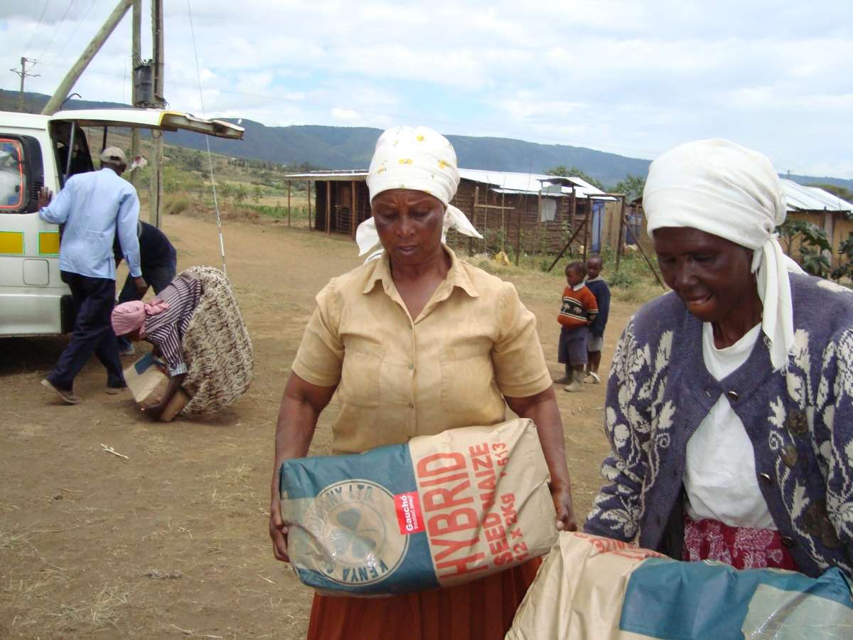 IDP's receiving provisions at a food distribution